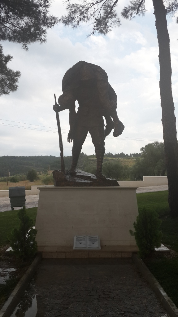 Akbaş Şehitliği.Türk askeri düşmana karşı cesur ve mertliğini ortaya koyan tavır sergilemiştir.