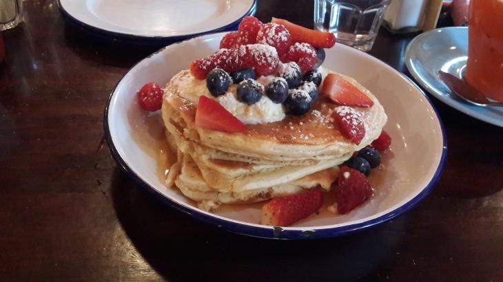 Pancake & berries