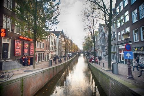 1448959754-amsterdam-red-light-district-day