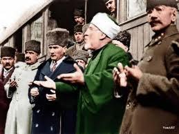 atatürk-ün-dua-ederken-fotoğrafı_70072